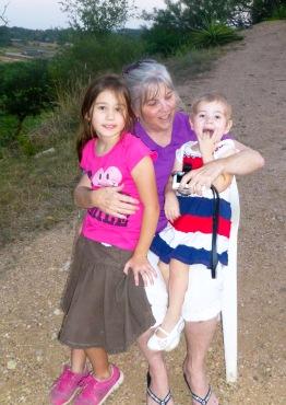 Grandma & girls P1000226
